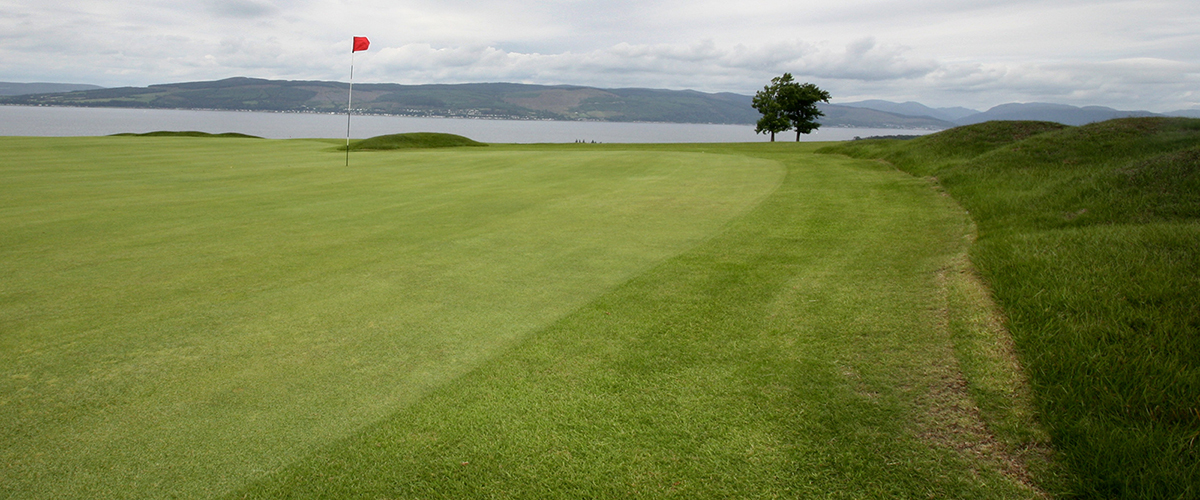 The very tricky slopes of the final hole - a fine finishing par 3.
